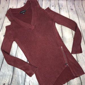 Rock & Republic Cold Shoulder zipper Sweater M
